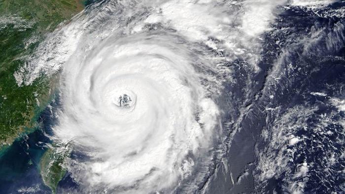 Зачем ураганам дают женские имена?