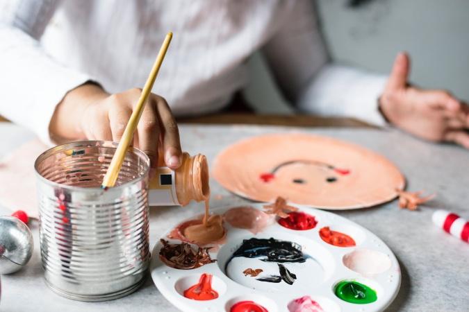 Как научить ребенка различать цвета?