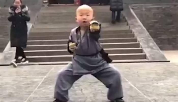 Каратэ-пацан. 3-летний шаолиньский монах покоряет соцсети