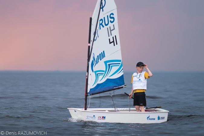 В Яхт-клубе прошел первый этап крупнейшей детской серии регат «Оптимисты Северной Столицы. Кубок Газпрома»