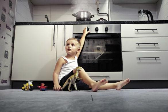 Безопасный дом: как обезопасить квартиру, чтобы оставлять пятилетнего ребенка одного дома