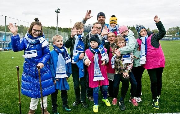 Тренеры «Газпром»-Академии «Зенита» провели инклюзивный мастер-класс и тренировку для подопечных фонда «Звезды детям»