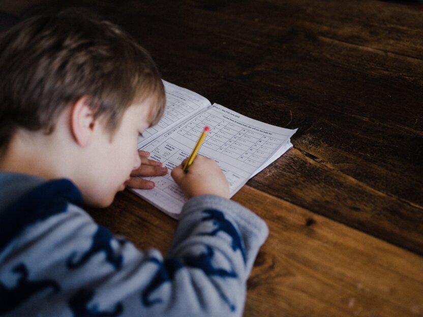 Ученые развеяли миф, что мальчикам легче дается математика, чем девочкам