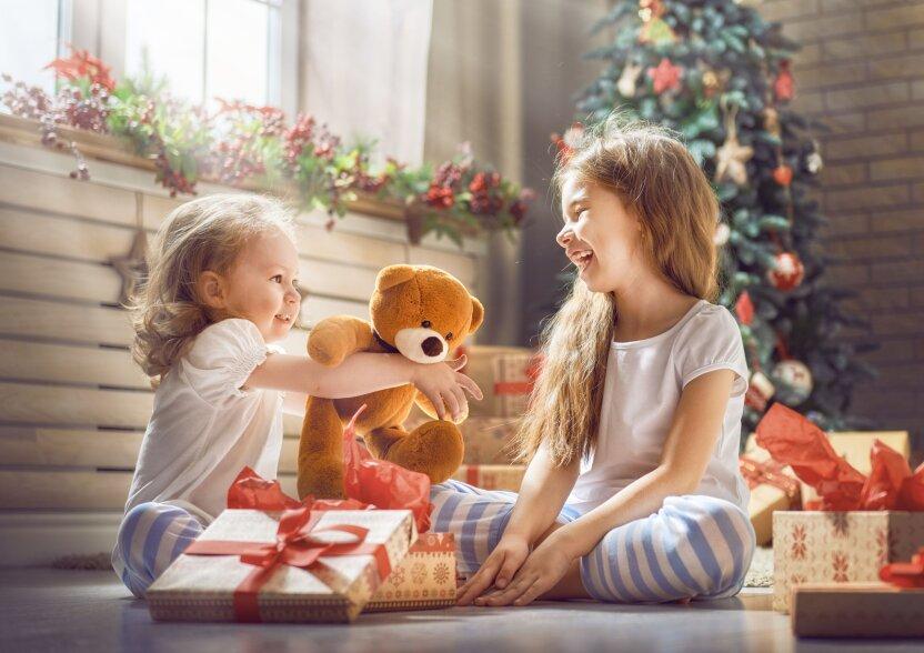 """Детское радио продолжает разыгрывать призы на """"Фабрике подарков"""""""