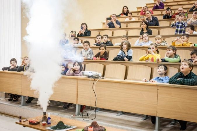 Школьников приглашают учиться в университет