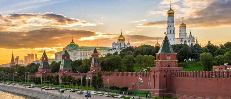 Лучших учителей наградят в Кремле