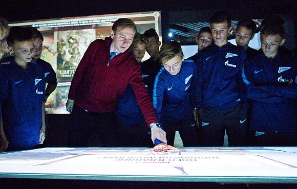 Футболисты «Зенита» U-14 посетили исторический парк «Россия. Моя история»